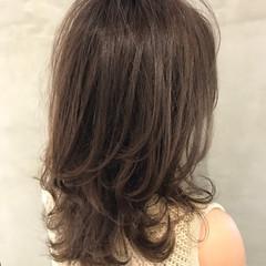セミロング ナチュラル レイヤーカット ベージュ ヘアスタイルや髪型の写真・画像