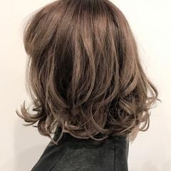 外国人風カラー ミディアム グレー アッシュ ヘアスタイルや髪型の写真・画像