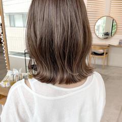 極細ハイライト 大人ハイライト ミディアム ミディアムレイヤー ヘアスタイルや髪型の写真・画像