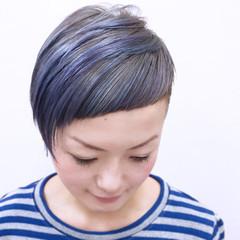 カラフルカラー ストレート ストリート シルバーアッシュ ヘアスタイルや髪型の写真・画像