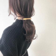ロング ラベンダーアッシュ ナチュラル バレッタ ヘアスタイルや髪型の写真・画像