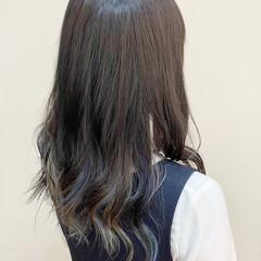 インナーブルー ナチュラル ブルーアッシュ インナーカラー ヘアスタイルや髪型の写真・画像