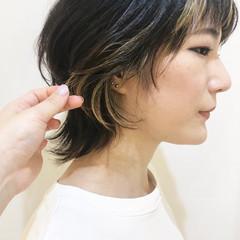 コントラストハイライト ミディアム ベージュ ナチュラル ヘアスタイルや髪型の写真・画像