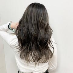 ハイライト グレージュ セミロング ストリート ヘアスタイルや髪型の写真・画像