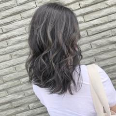 アッシュベージュ 3Dカラー 外国人風カラー ストリート ヘアスタイルや髪型の写真・画像