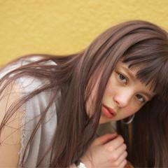 リラックス ウェーブ アッシュ アンニュイ ヘアスタイルや髪型の写真・画像