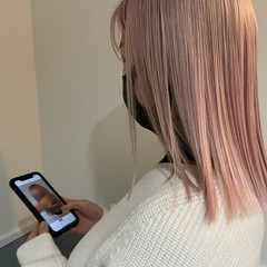 ホワイトカラー ピンク ロング ブリーチ必須 ヘアスタイルや髪型の写真・画像