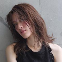 アッシュ 色気 ナチュラル こなれ感 ヘアスタイルや髪型の写真・画像