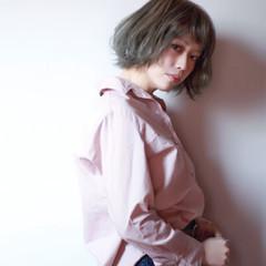 グレージュ ハイトーン ストリート フリンジバング ヘアスタイルや髪型の写真・画像
