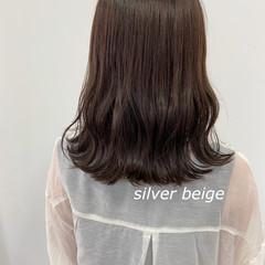 ナチュラルベージュ ミディアム ベージュ シアーベージュ ヘアスタイルや髪型の写真・画像