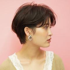 インナーカラー ショートヘア ショート 切りっぱなしボブ ヘアスタイルや髪型の写真・画像
