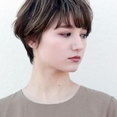 ショートヘア 大人ハイライト ショート ナチュラル ヘアスタイルや髪型の写真・画像