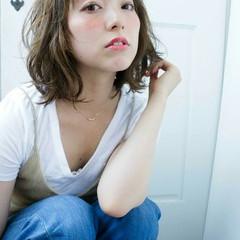 オン眉 ミディアム 大人かわいい ゆるふわ ヘアスタイルや髪型の写真・画像