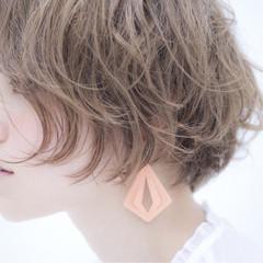 ショートボブ 外国人風 ハイトーン パーマ ヘアスタイルや髪型の写真・画像