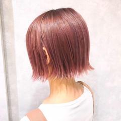ピンク ブリーチカラー ガーリー 切りっぱなしボブ ヘアスタイルや髪型の写真・画像