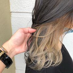 ホワイトカラー ミディアム 切りっぱなしボブ ストリート ヘアスタイルや髪型の写真・画像