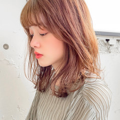 デジタルパーマ セミロング ゆるふわパーマ シースルーバング ヘアスタイルや髪型の写真・画像