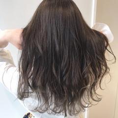 巻き髪 グレージュ エレガント 透明感カラー ヘアスタイルや髪型の写真・画像