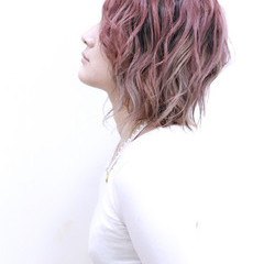 ストリート シルバーアッシュ ピンクアッシュ ミディアム ヘアスタイルや髪型の写真・画像