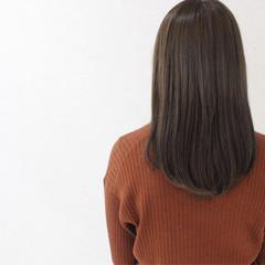 ハイライト アッシュ セミロング ナチュラル ヘアスタイルや髪型の写真・画像