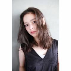 ミディアム ナチュラル ウェーブ パーマ ヘアスタイルや髪型の写真・画像