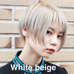 モード アッシュグレージュ ホワイトブリーチ ショート ヘアスタイルや髪型の写真・画像