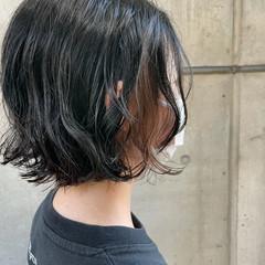 切りっぱなしボブ インナーカラー デジタルパーマ ボブ ヘアスタイルや髪型の写真・画像