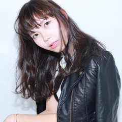 ナチュラル 外国人風 イルミナカラー 暗髪 ヘアスタイルや髪型の写真・画像