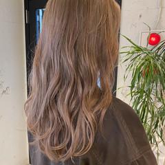 ナチュラル ゆるふわパーマ アッシュベージュ ベージュカラー ヘアスタイルや髪型の写真・画像