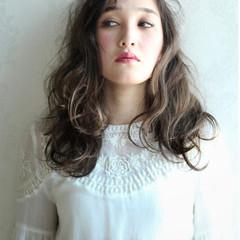 外国人風 ガーリー ハイライト セミロング ヘアスタイルや髪型の写真・画像