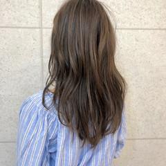 グレージュ ロング ふわふわ ニュアンス ヘアスタイルや髪型の写真・画像