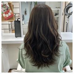ナチュラル オリーブベージュ 透明感カラー ロング ヘアスタイルや髪型の写真・画像