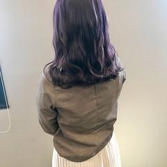 パープルカラー ストリート 秋冬スタイル パープルアッシュ ヘアスタイルや髪型の写真・画像