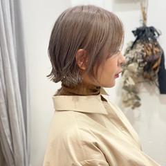 ボブ アッシュグレージュ 切りっぱなしボブ デート ヘアスタイルや髪型の写真・画像