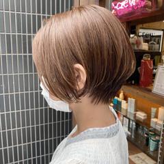 ショートボブ ナチュラル アッシュベージュ ショート ヘアスタイルや髪型の写真・画像