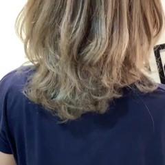 ダブルカラー 透明感カラー ブリーチ ミディアム ヘアスタイルや髪型の写真・画像
