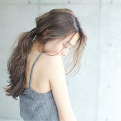 ハイライト ウェーブ ナチュラル アンニュイ ヘアスタイルや髪型の写真・画像