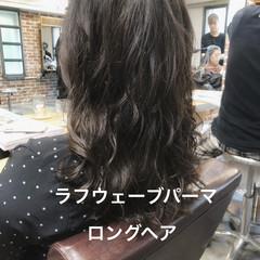 パーマ デジタルパーマ セミロング ナチュラル ヘアスタイルや髪型の写真・画像