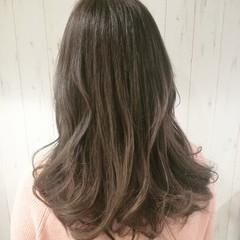 アッシュベージュ セミロング 外国人風カラー グラデーションカラー ヘアスタイルや髪型の写真・画像