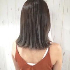 外ハネ アッシュグレージュ ナチュラル グレージュ ヘアスタイルや髪型の写真・画像