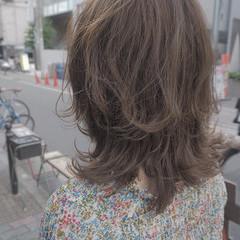 デート レイヤーカット ミディアム イルミナカラー ヘアスタイルや髪型の写真・画像