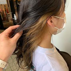 インナーカラー イヤリングカラーベージュ ブリーチ イヤリングカラー ヘアスタイルや髪型の写真・画像