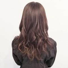 ラベンダーアッシュ デート イルミナカラー ナチュラル ヘアスタイルや髪型の写真・画像