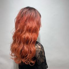 ハイトーン ストリート 春色 波ウェーブ ヘアスタイルや髪型の写真・画像