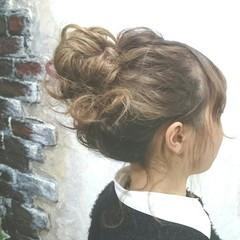 お団子 波ウェーブ ミディアム アップスタイル ヘアスタイルや髪型の写真・画像