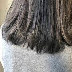 暗髪 アッシュベージュ ナチュラル ミディアム ヘアスタイルや髪型の写真・画像