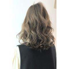 セミロング ゆるふわ 大人かわいい アンニュイ ヘアスタイルや髪型の写真・画像