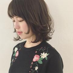 アッシュ 色気 フリンジバング フェミニン ヘアスタイルや髪型の写真・画像