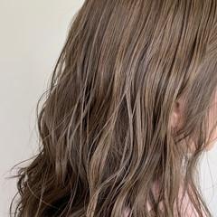 ナチュラルベージュ ロング ブラウンベージュ ナチュラル ヘアスタイルや髪型の写真・画像