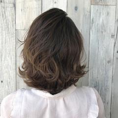 ミディアム ハイライト 色気 波ウェーブ ヘアスタイルや髪型の写真・画像